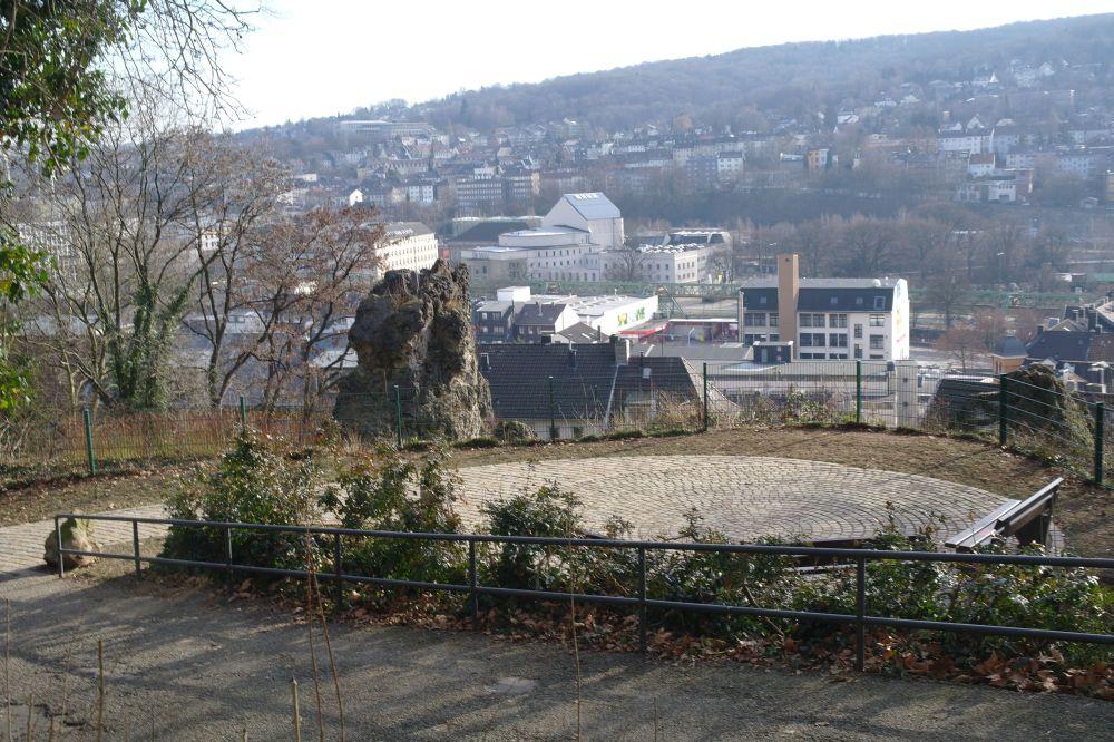 felsen-rondell-und-bank
